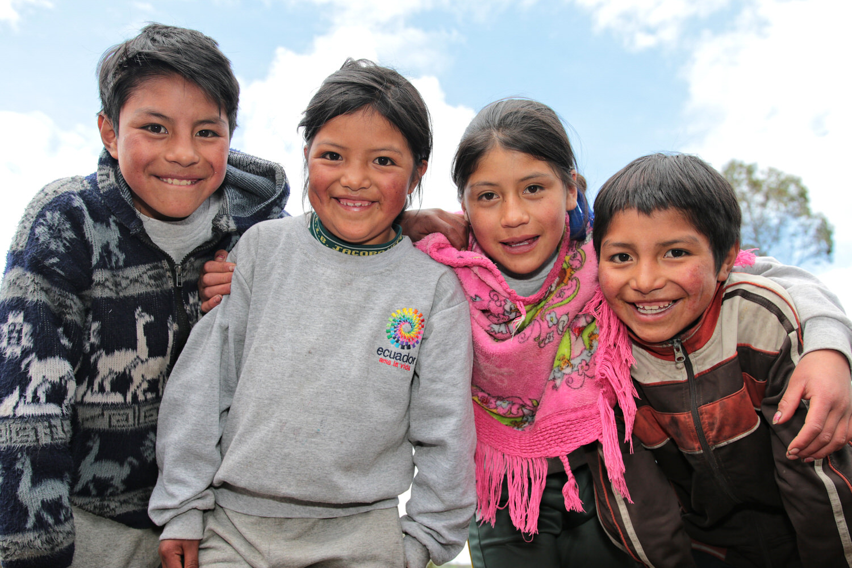 Niños abrazados. Sierra (3)