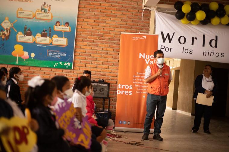 World Vision entrega bioseguridad escuela